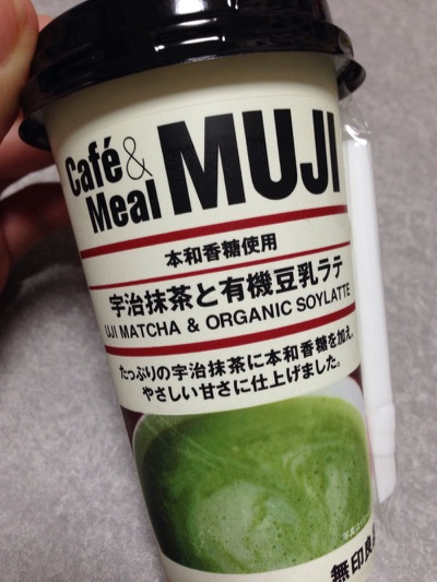 抹茶と豆乳ラテ